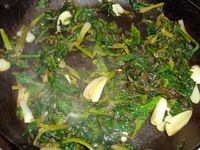 Cooked spinach with garlic and lemon
